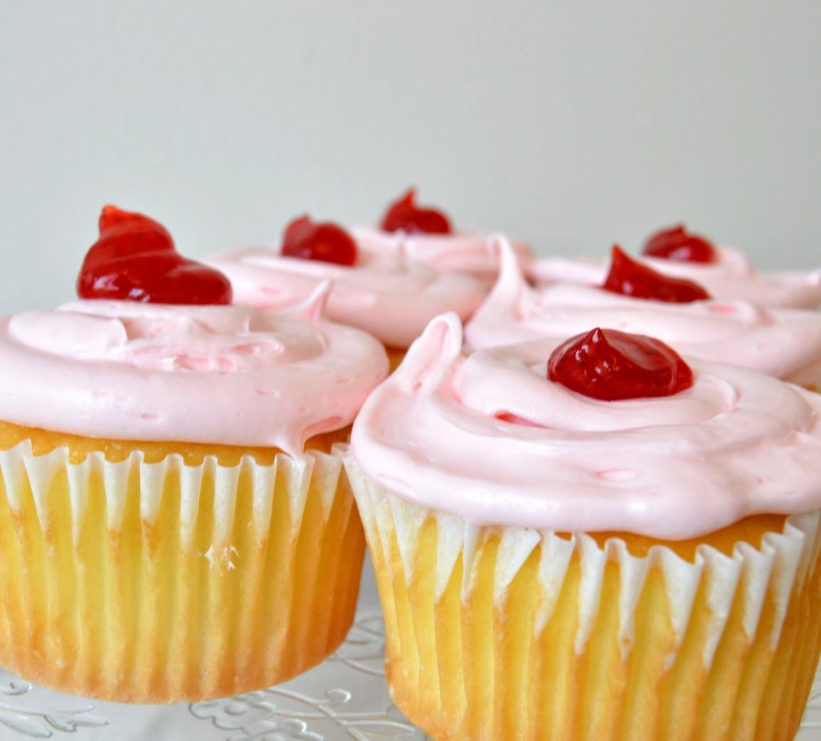 strawberry cupcakes by faronda davis